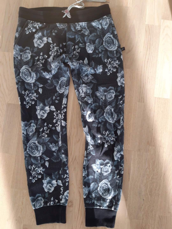 Naiset housut & farkut - SWEETPANTS photo 1