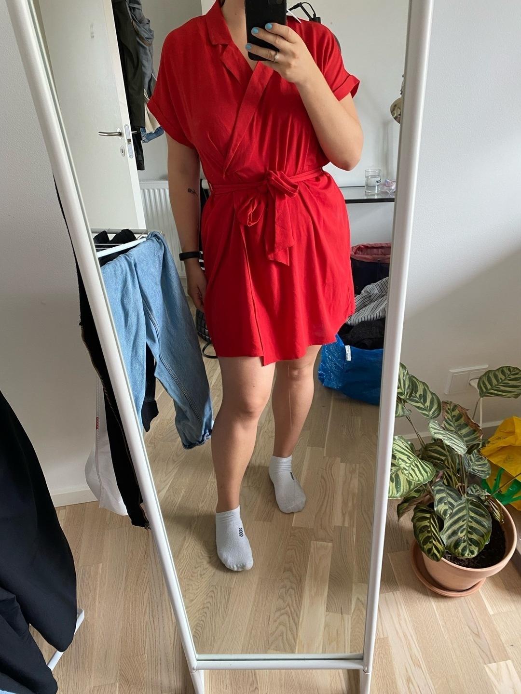 Women's dresses - MONKI photo 1