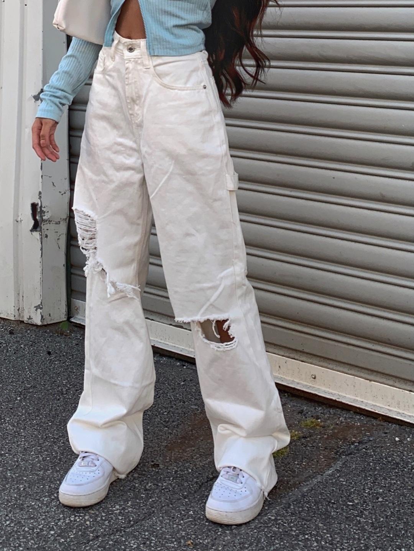 Women's trousers & jeans - PRETTYLITTLEHING photo 1