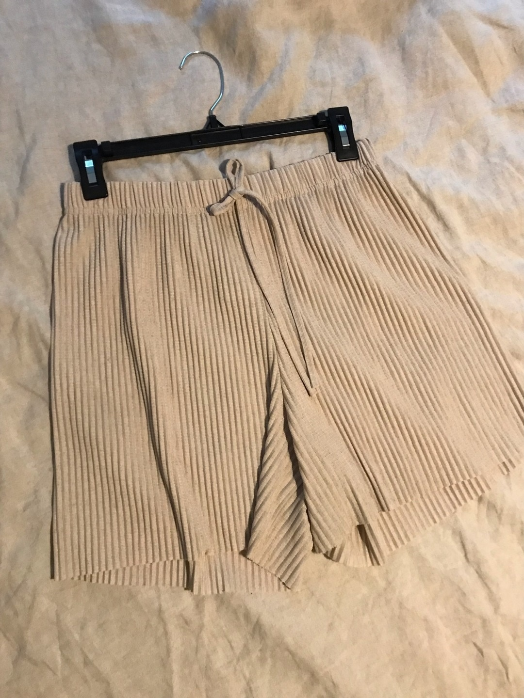 Naiset shortsit - GINA TRICOT photo 3