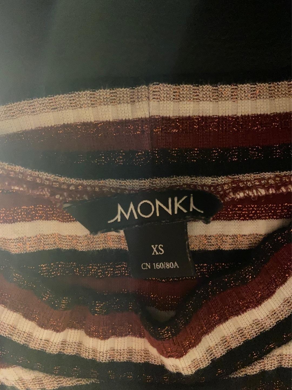 Women's tops & t-shirts - MONKI photo 3
