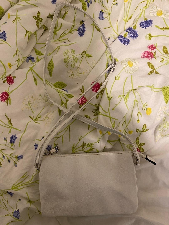 Damers tasker og punge - KIRPPARILTA photo 1