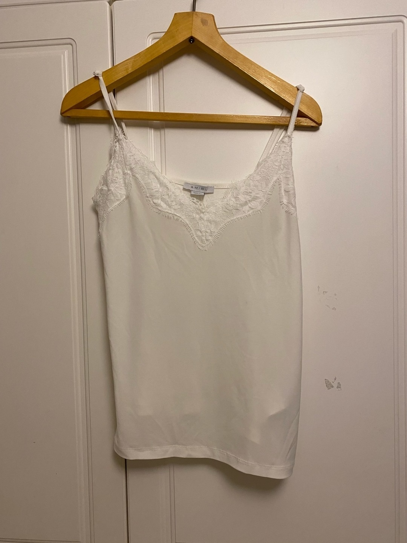 Naiset topit & t-paidat - AMISU photo 1