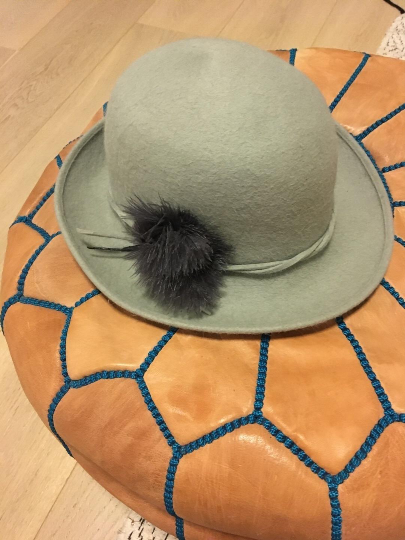 Women's hats & caps - VINTAGE photo 1