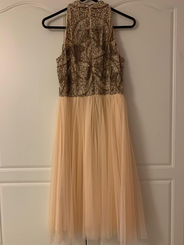 Women's dresses - LACE & BEADS photo 2