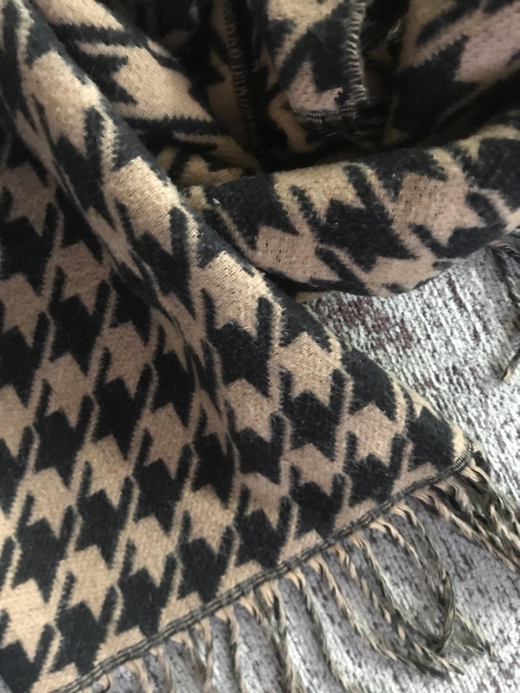Women's scarves & shawls - - photo 4