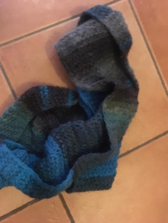 Damers tørklæder og sjaler - HANDARBEIT photo 1