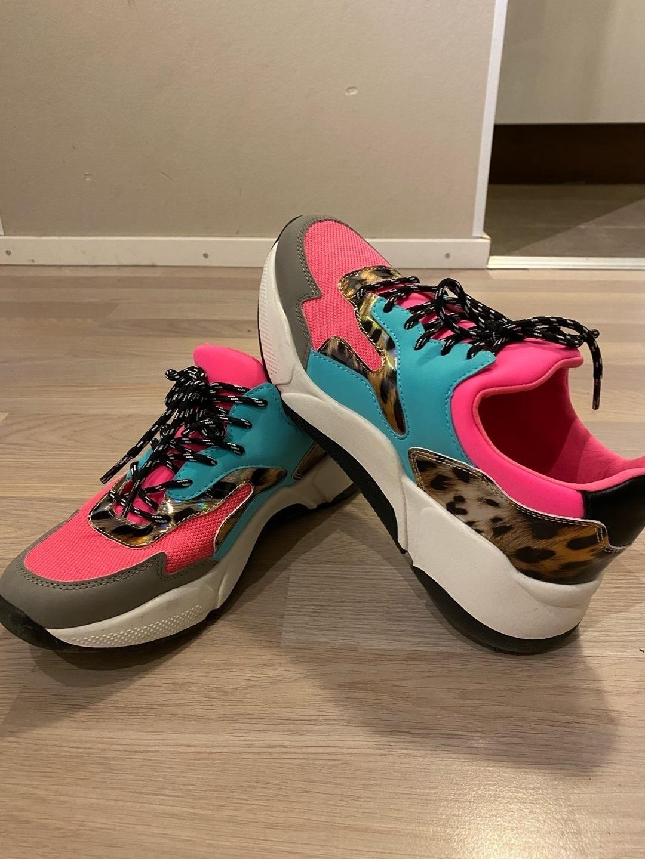 Women's sneakers - VAMSKO photo 2