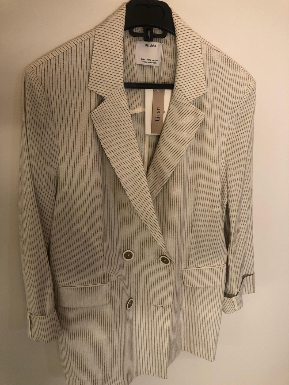 Damers blazerjakker og jakkesæt - BERSHKA photo 1
