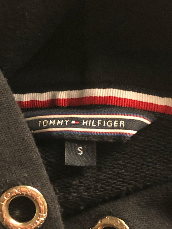 Damers hættetrøjer og sweatshirts - TOMMY HILFIGER photo 3
