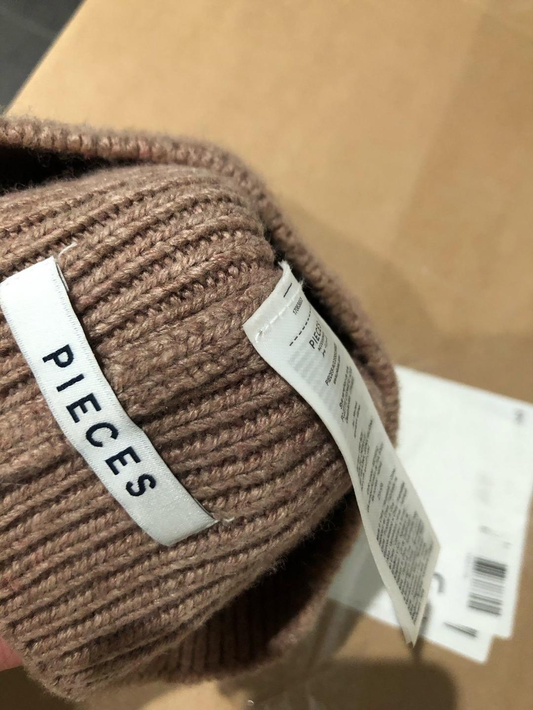Women's hats & caps - PIECES photo 2