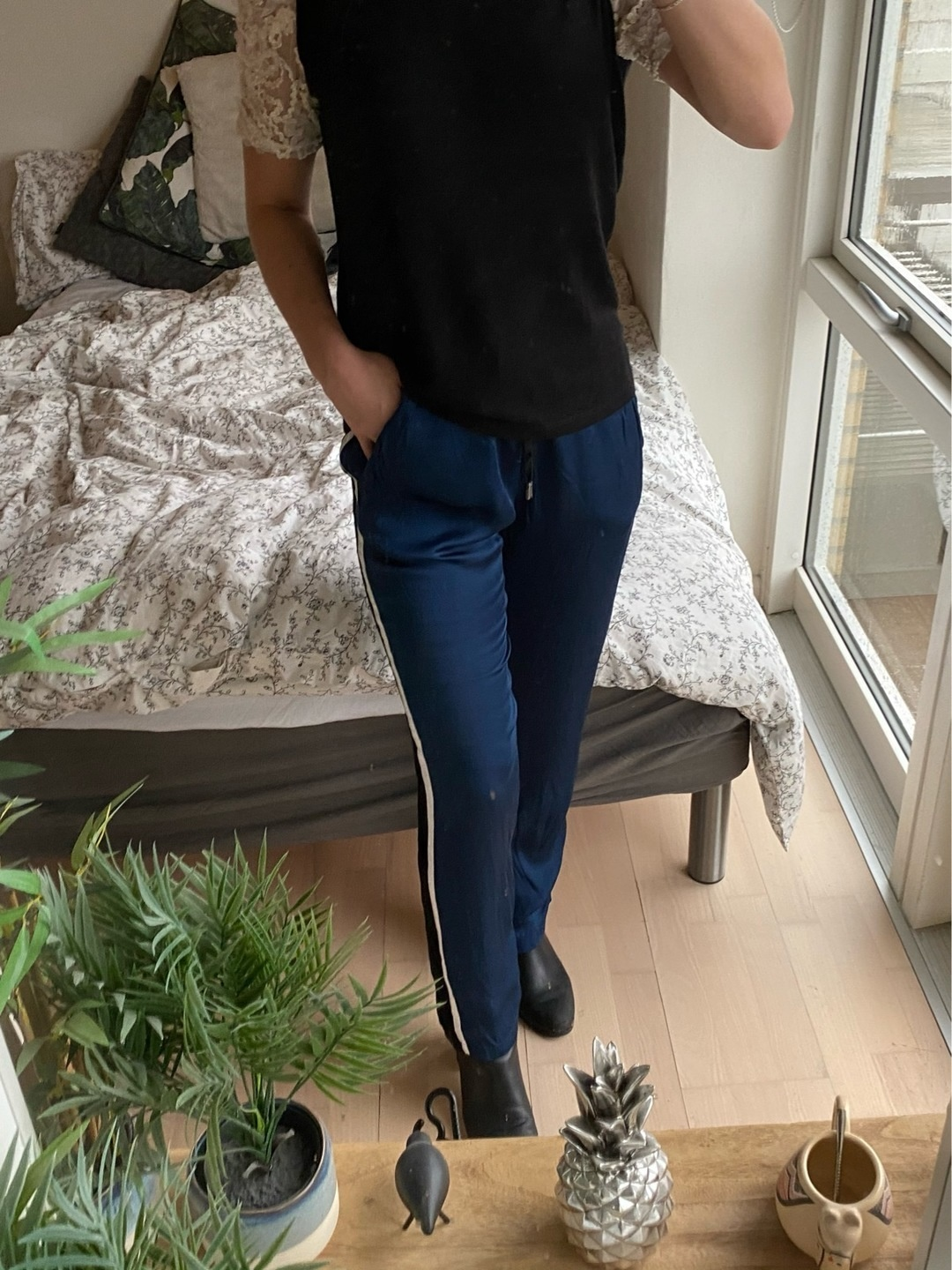 Women's trousers & jeans - MUNTHE photo 1