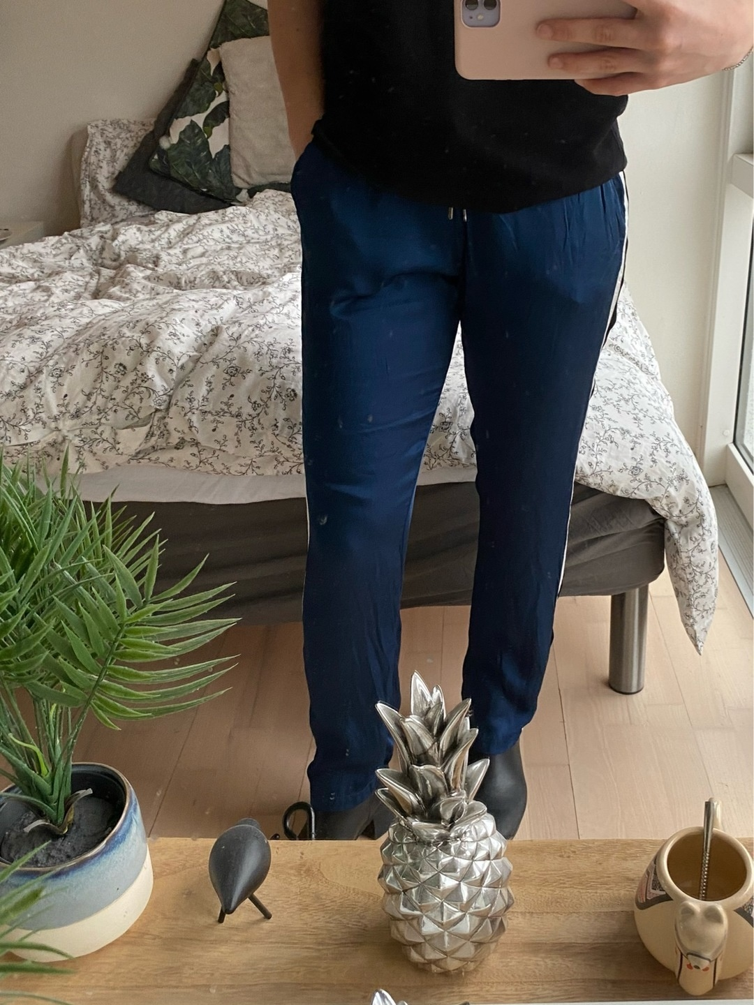Women's trousers & jeans - MUNTHE photo 3