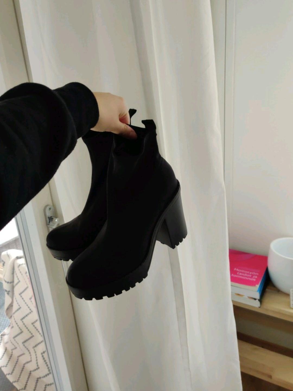 Women's boots - H&M photo 1