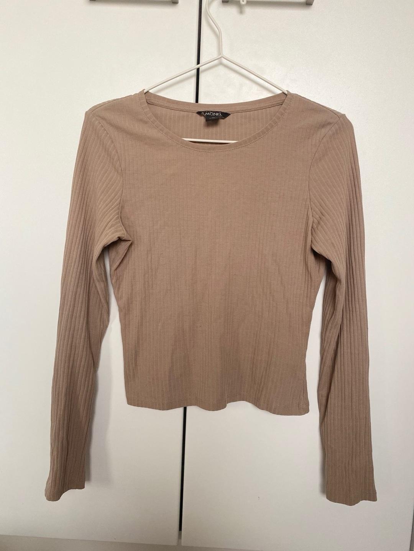 Damen blusen & t-shirts - MONKI photo 1