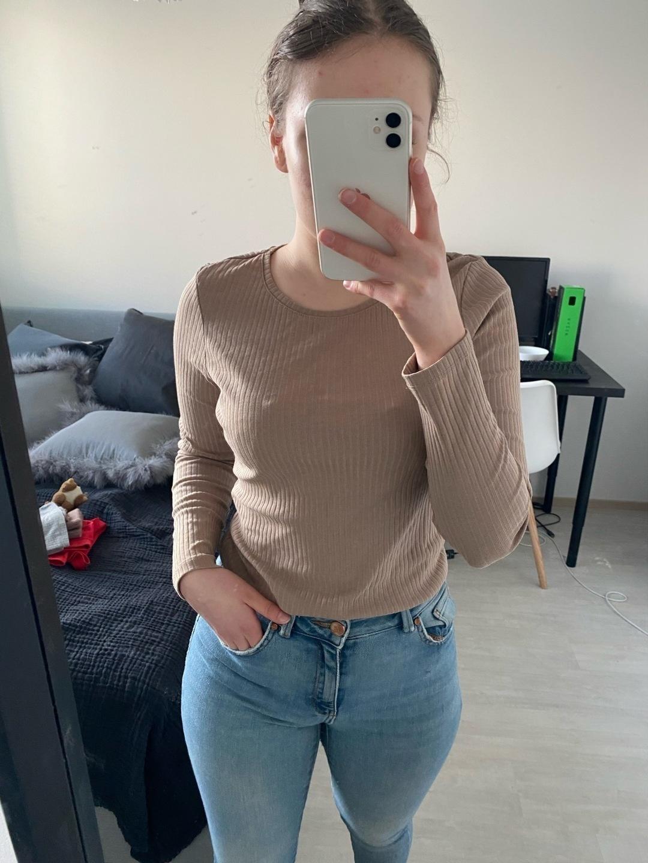 Damen blusen & t-shirts - MONKI photo 2