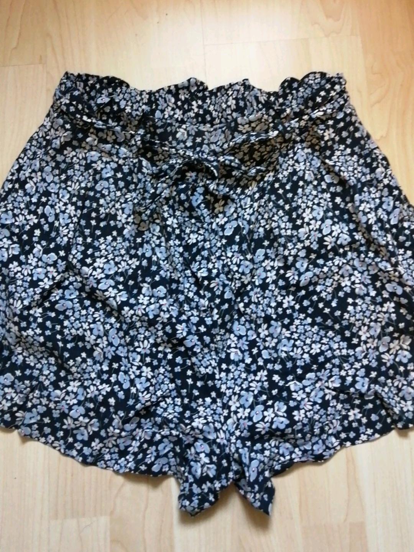 Women's shorts - H&M photo 2