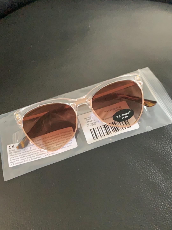 Women's sunglasses - AJ MORGAN photo 1