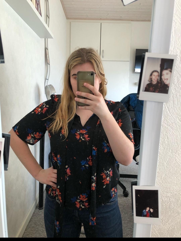 Women's blouses & shirts - GINA TRICOT photo 1