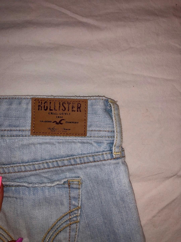 Naiset shortsit - HOLLISTER photo 3