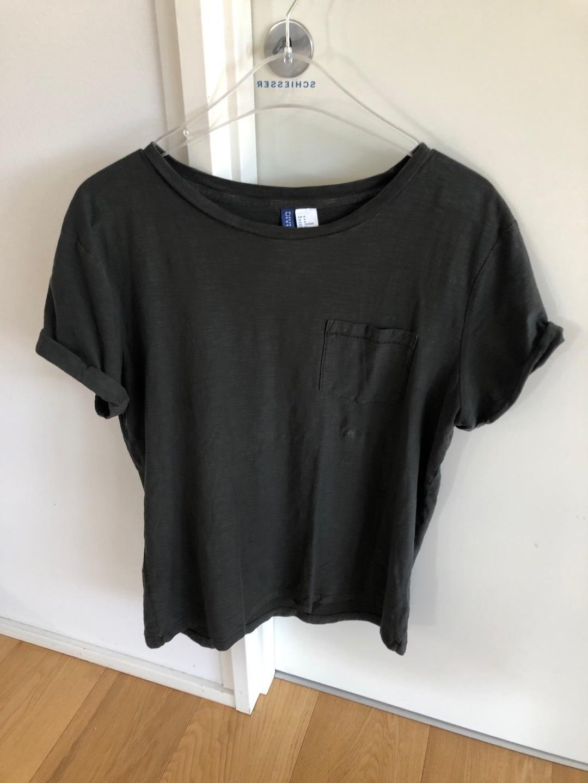 Women's tops & t-shirts - H&M photo 1
