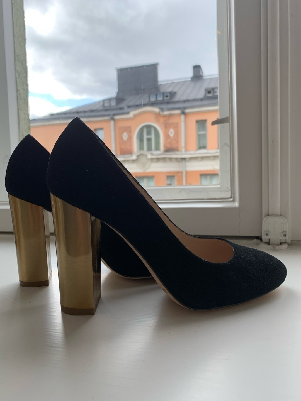 Women's heels & dress shoes - L.K.BENNETT photo 1