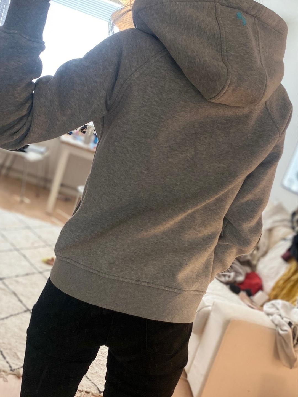 Damers hættetrøjer og sweatshirts - PEAK PERFORMANCE photo 4