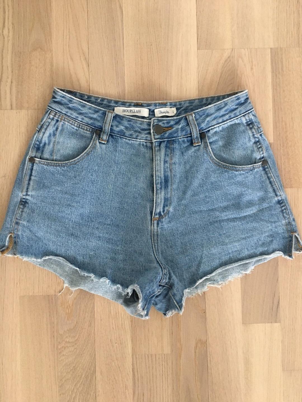 Women's shorts - HOURGLASS photo 1
