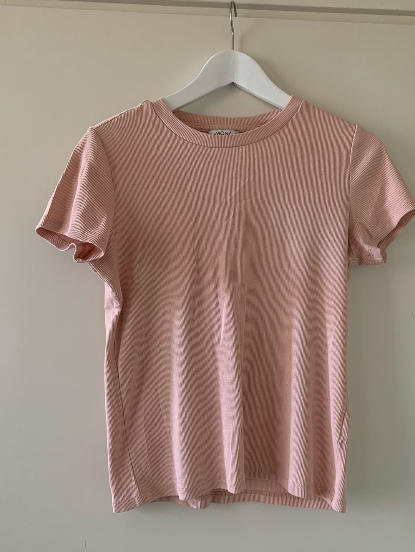 Women's tops & t-shirts - MONKI photo 1