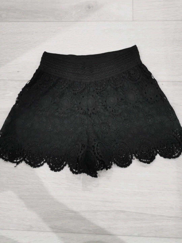 Naiset shortsit - GINA TRICOT photo 1