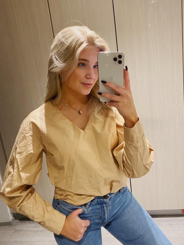 Damen blusen & t-shirts - RESERVED photo 1