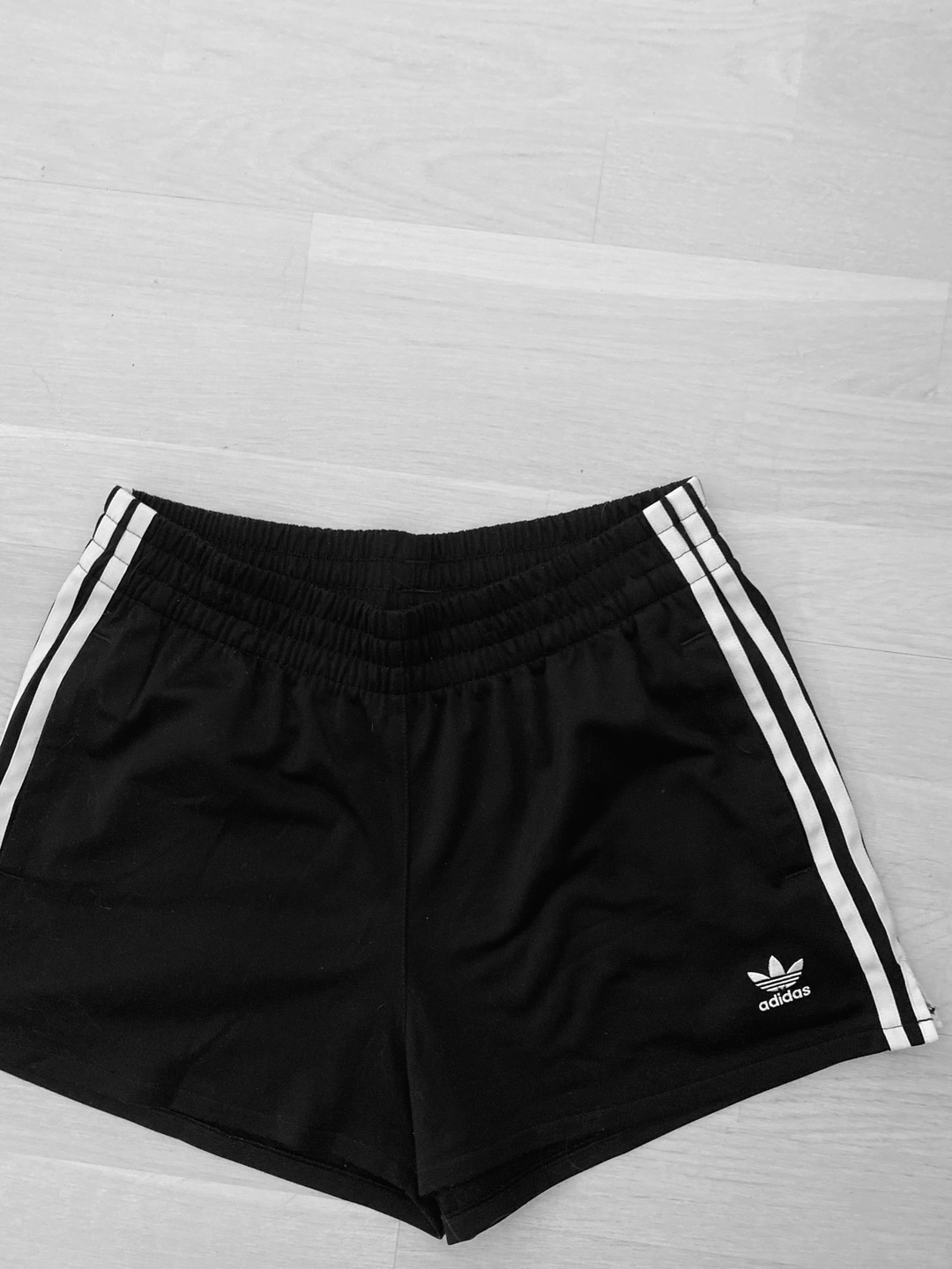 Damen shorts - ADIDAS photo 1