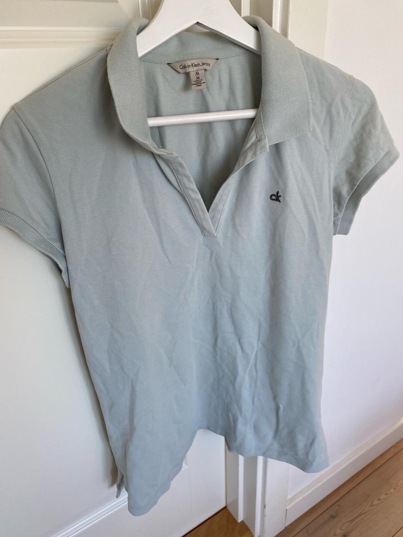 Women's tops & t-shirts - CALVIN KLEIN photo 2