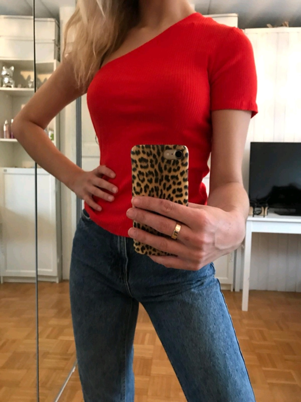 Damen tops & t-shirts - MONKI photo 2