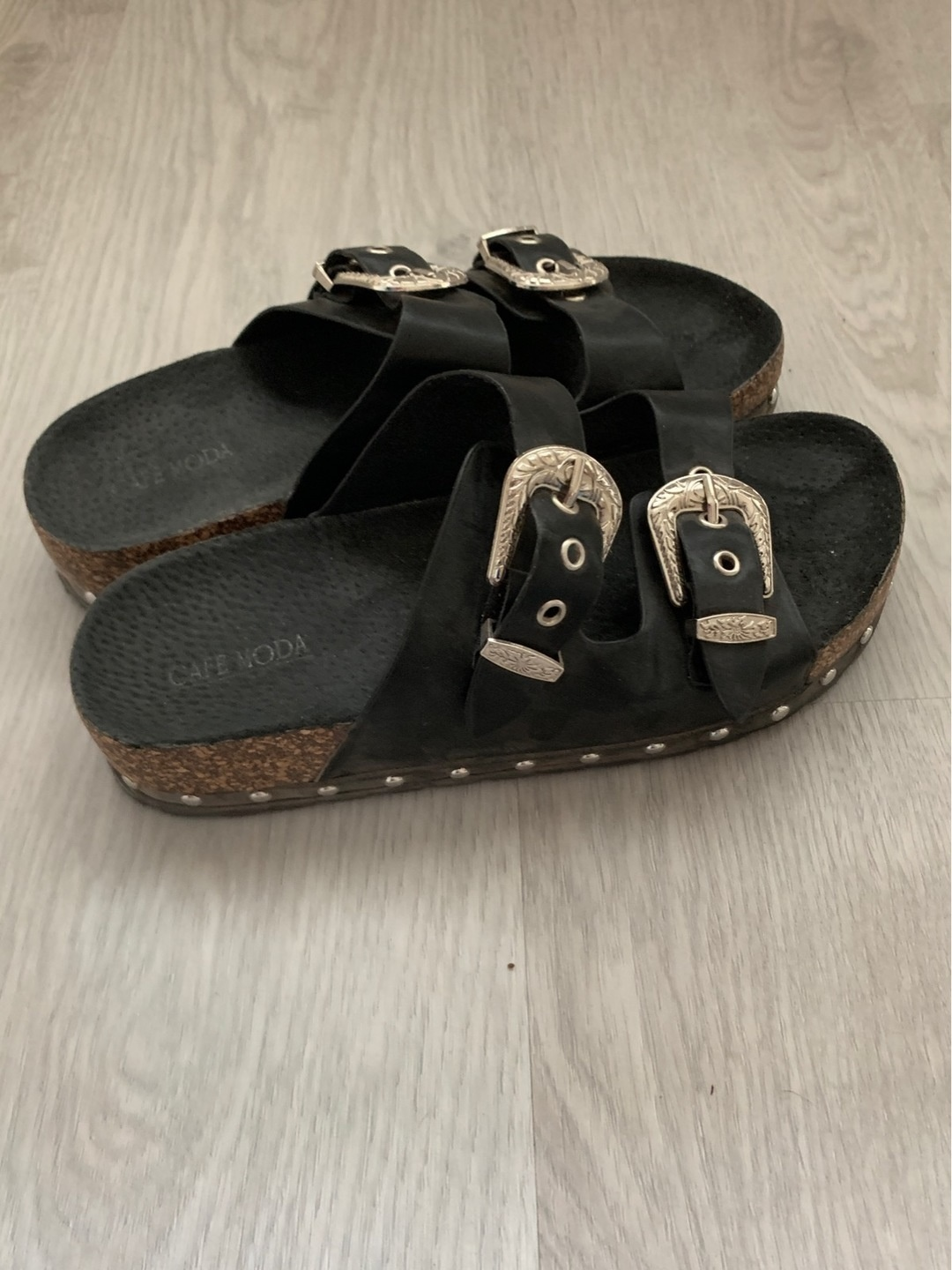 Women's sandals & slippers - CAFE MODA photo 1