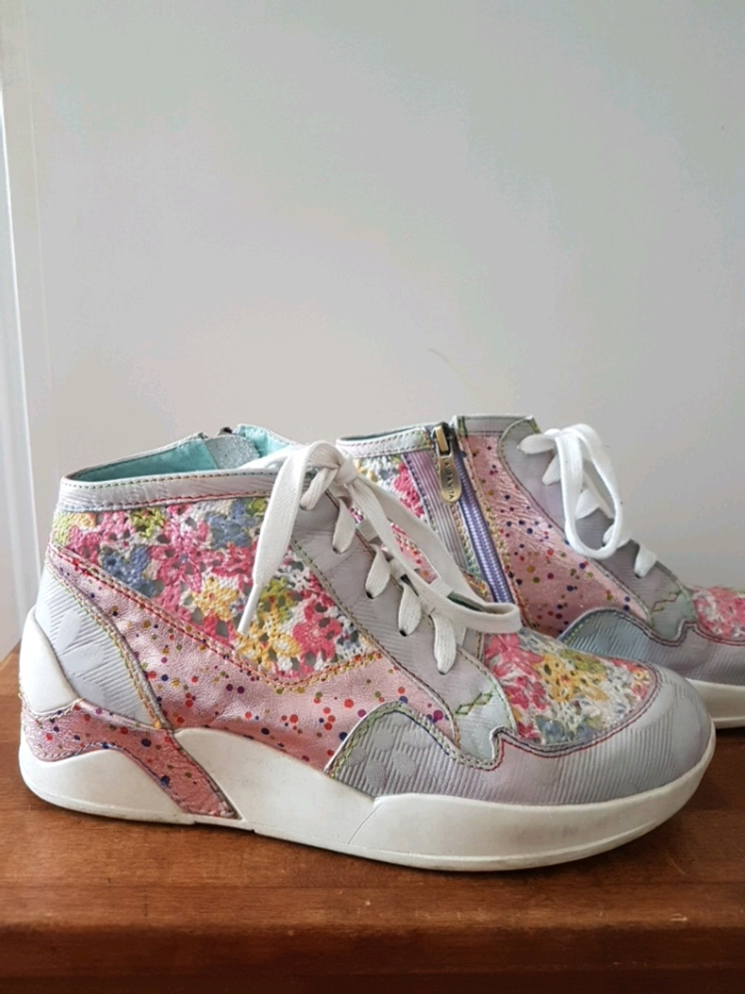 Women's sneakers - LAURA VITA photo 1