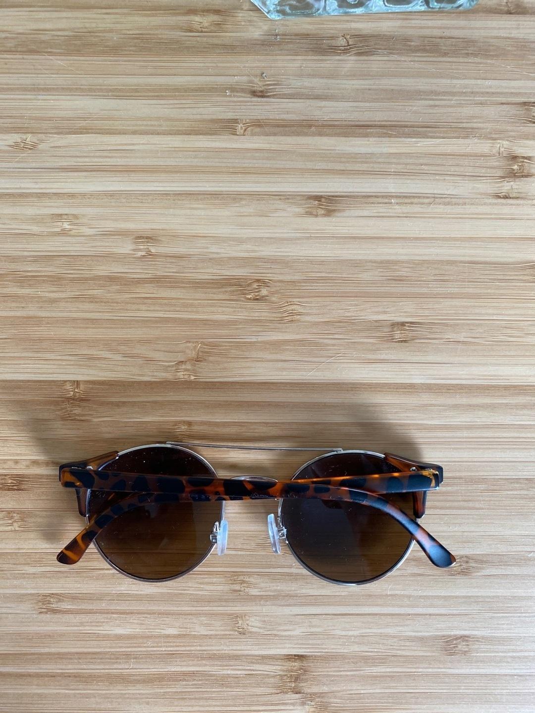 Women's sunglasses - OLIVER BONAS photo 2