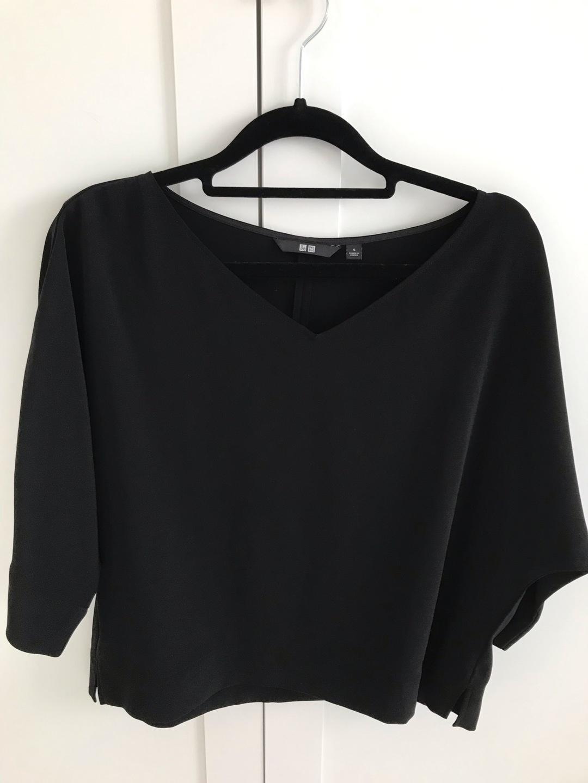 Women's tops & t-shirts - UNIQLO photo 1