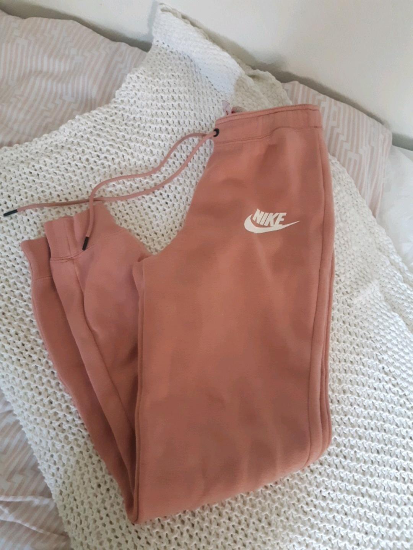 Women's trousers & jeans - NIKE photo 1