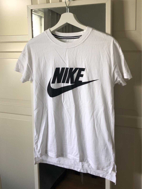 Women's tops & t-shirts - NIKE photo 1