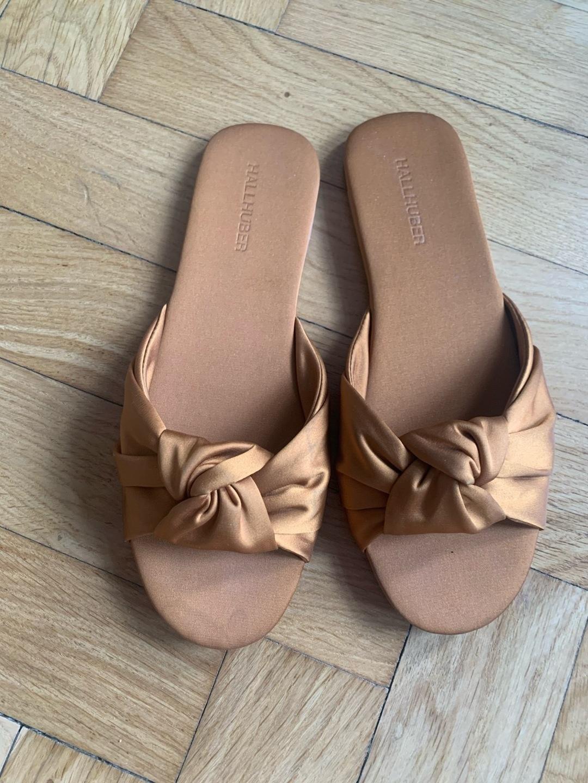 Women's sandals & slippers - HALLHUBER photo 1
