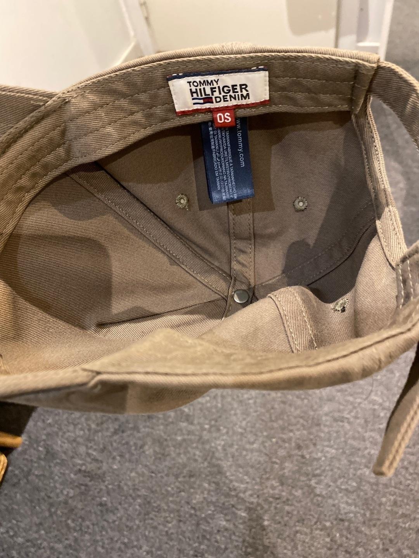 Damers hatte og kasketter - TOMMY HILFIGER photo 2
