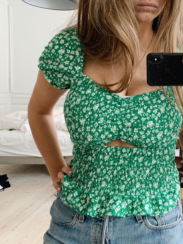 Women's blouses & shirts - BERSHKA photo 3