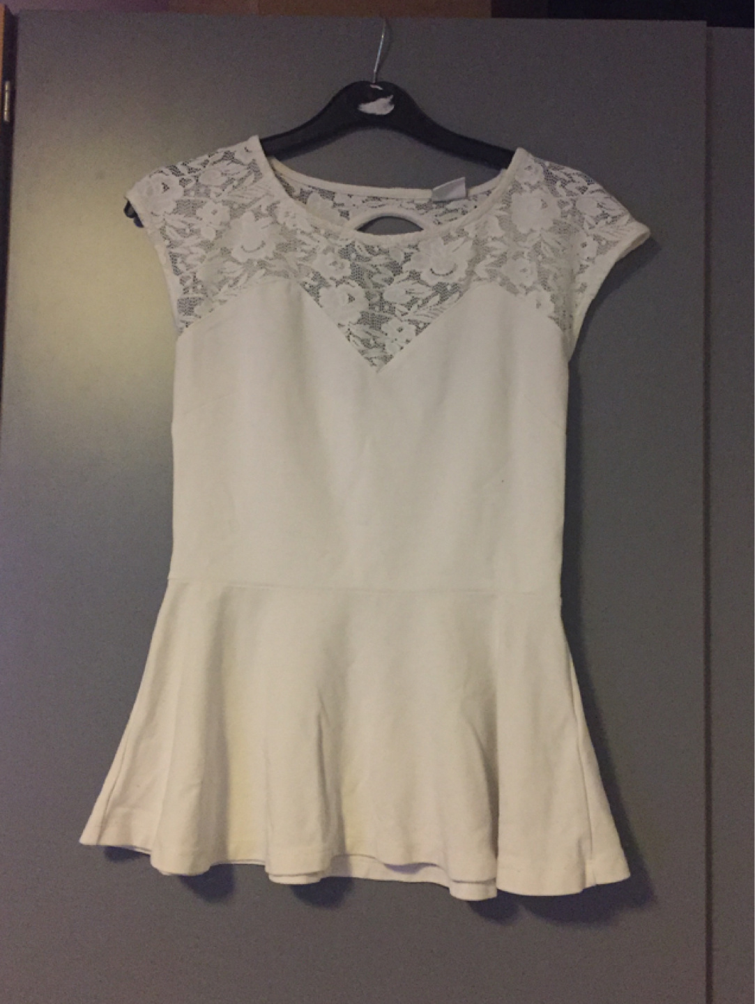 Women's tops & t-shirts - GINA TRICOT photo 1