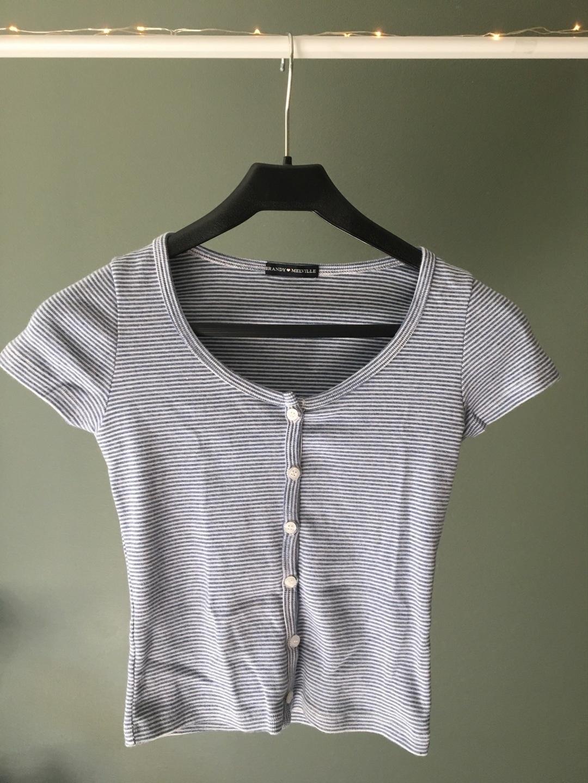 Women's tops & t-shirts - BRANDY MELVILLE photo 1