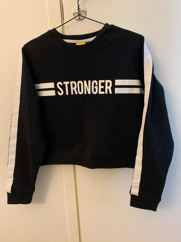 Damers hættetrøjer og sweatshirts - STRONGER photo 1