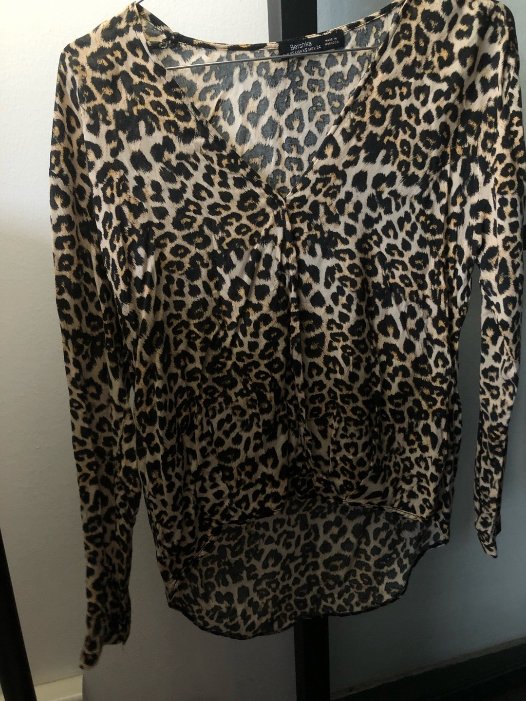 Damen blusen & t-shirts - BERSHKA photo 1