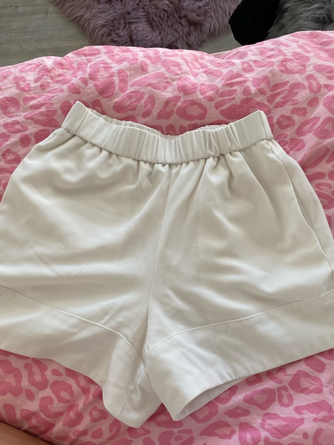 Women's shorts - GINA TRICOT photo 1