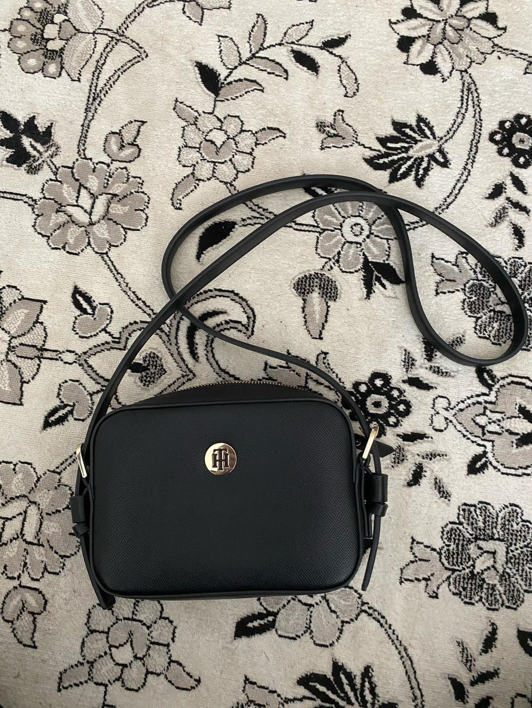 Damers tasker og punge - TOMMY HILFIGER photo 1