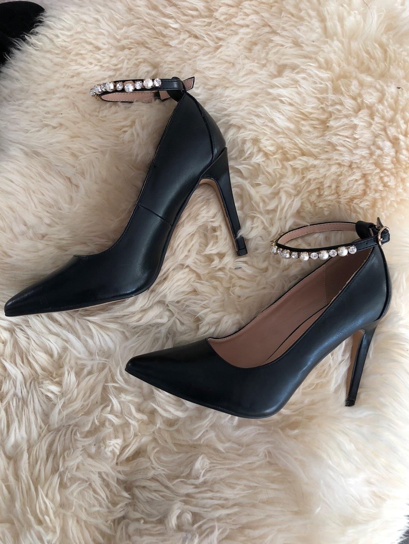 Women's heels & dress shoes - GUESS photo 1